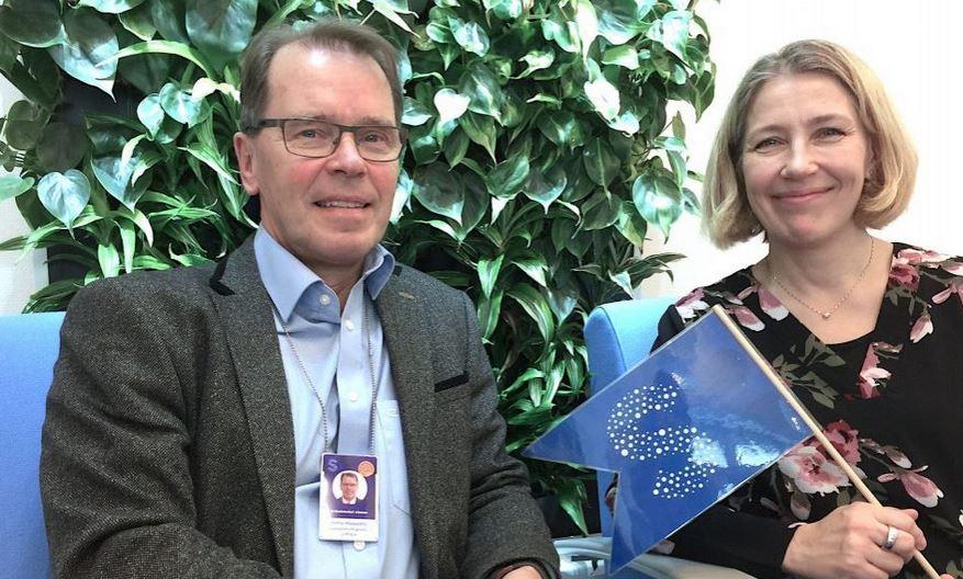 Satakunnan sairaanhoitopiirin johtaja Ermo Haavisto ja SAMKin tekoälyn tutkimusryhmän vetäjä Anu Holm.