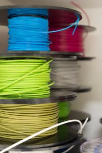 3D-tulostuksen muovirullia.