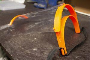 3D-tulostettu pisaramaski.