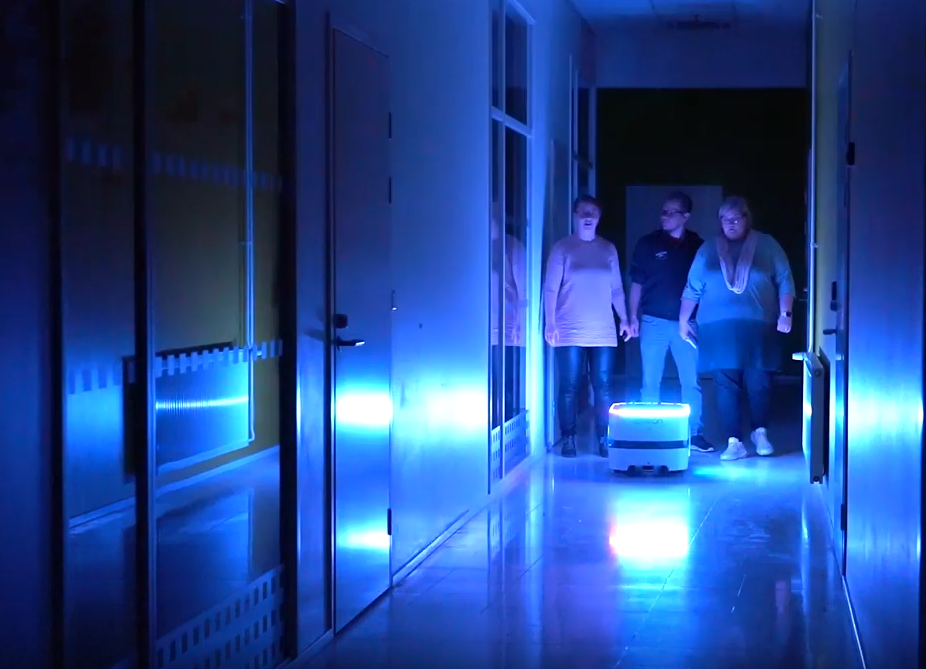 Vtr-hankkeessa kuvattiin video, jossa mobiilirobotti toimii pelastustehtävissä.