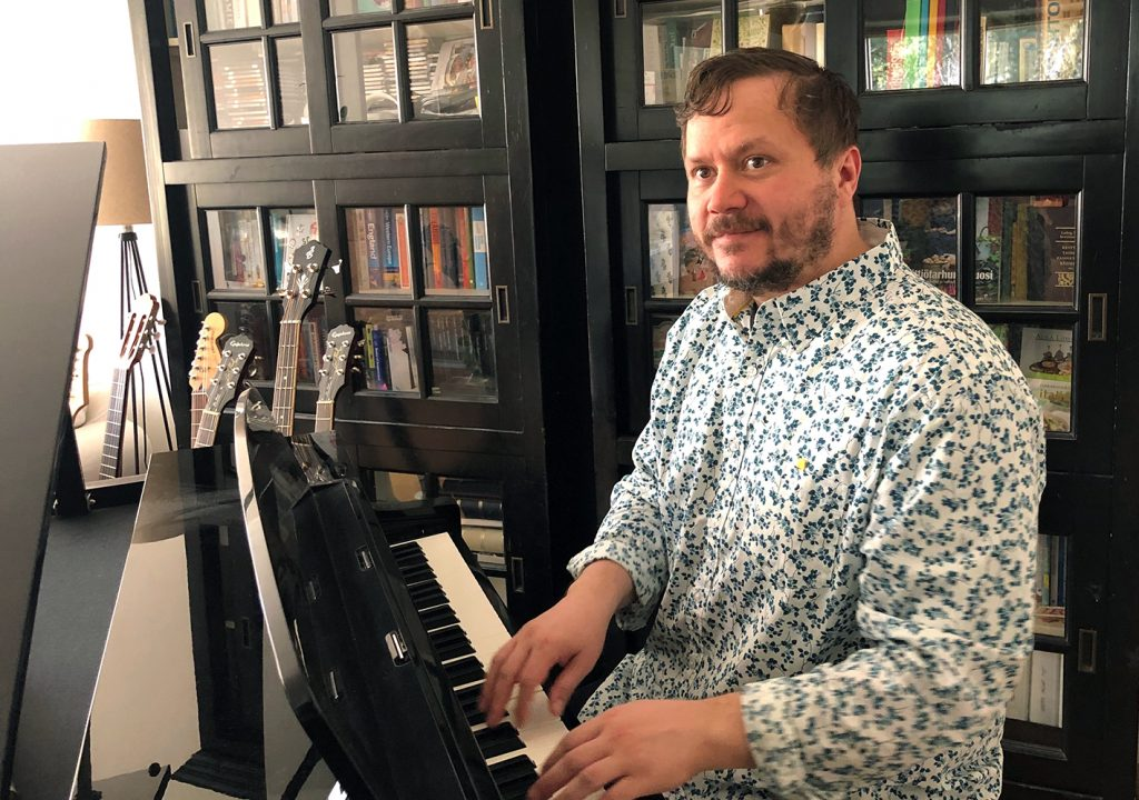 Jussi Bergman soittaa pianoa ja on lahjakas muusikko.