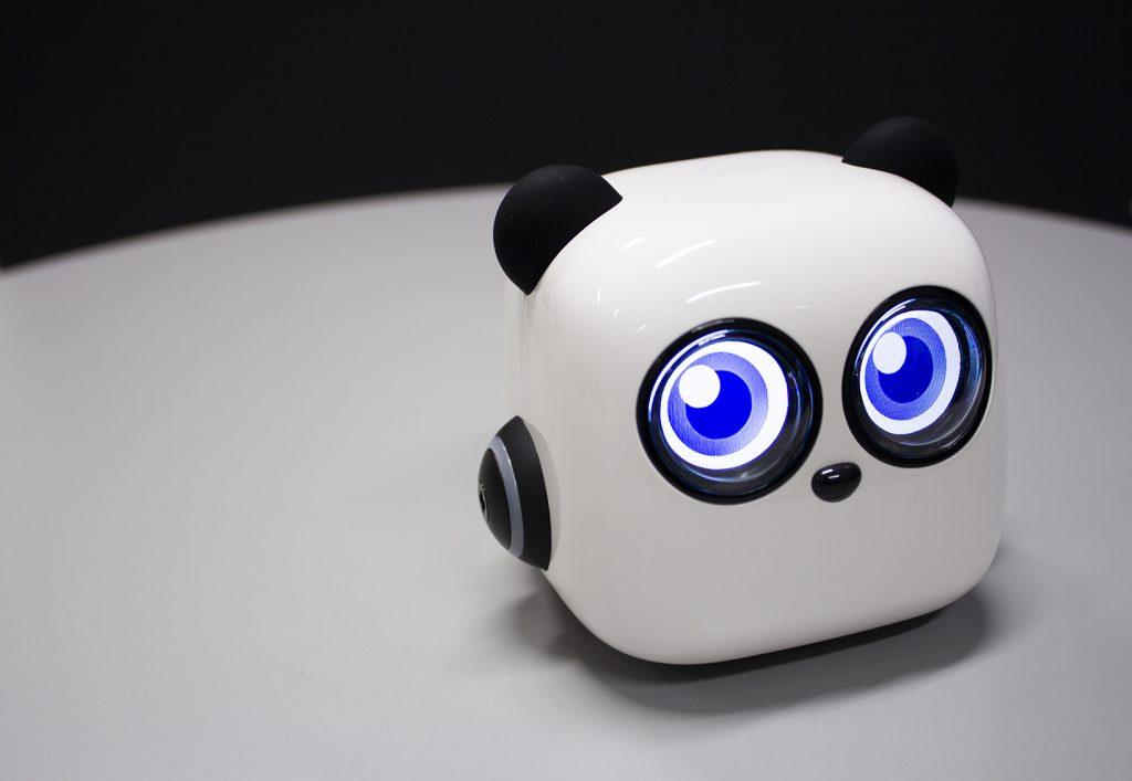 M-tiny -robotilla voidaan opettaa lapsia ohjelmoimaan.