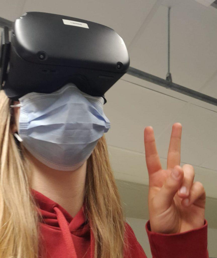 Wilman selfiessä hänellä on päässään VR-lasit.
